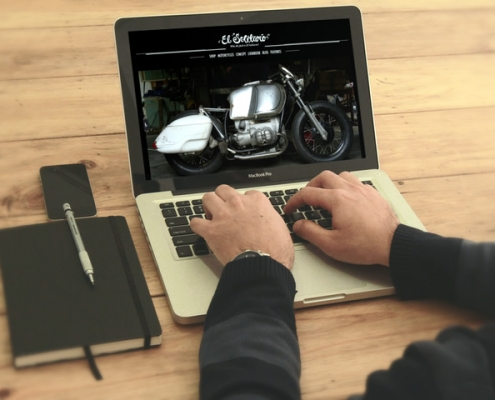 Miniatura de la vista de la pagina web de el solitario en un portatil